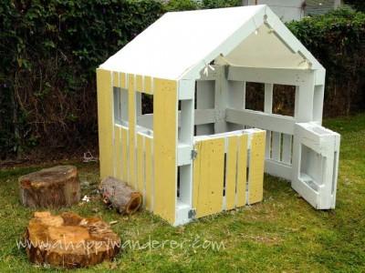 Petite maison pour les enfants en palettes 10