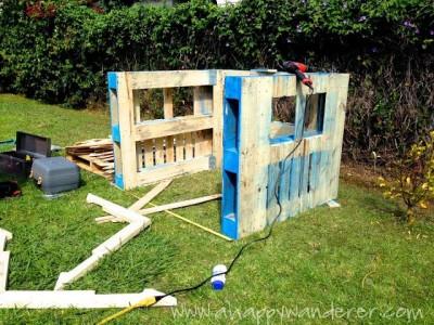 Petite maison pour les enfants en palettesmeuble en for Construire sa maison en palette