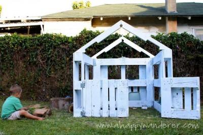 Petite maison pour les enfants en palettes 7