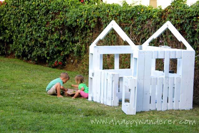 petite maison pour les enfants en palettesmeuble en palette meuble en palette. Black Bedroom Furniture Sets. Home Design Ideas