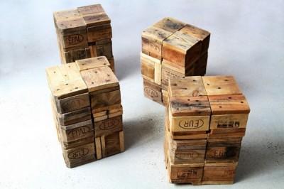 Tabourets faits à partir de blocs de bois de palettes