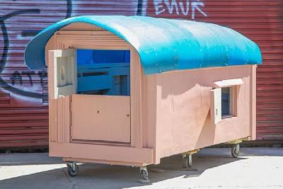 Un artiste crée les maisons mobiles de palettes pour les personnes sans-abri 2