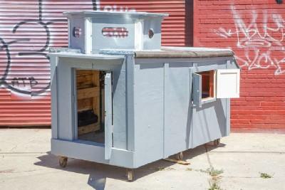 Un artiste crée les maisons mobiles de palettes pour les personnes sans-abri 6