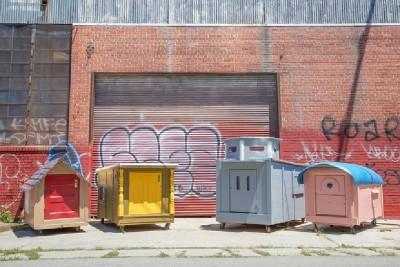 Un artiste crée les maisons mobiles de palettes pour les personnes sans-abri 9