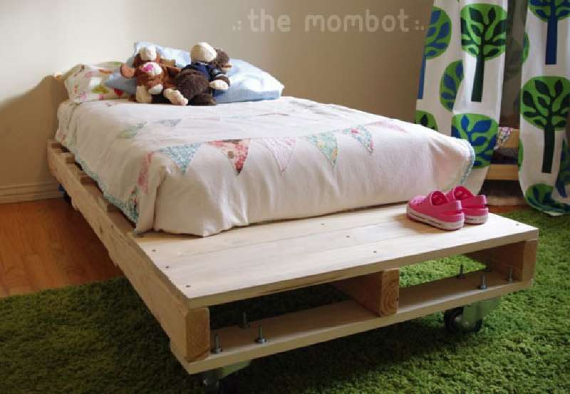 construire un lit pour vos enfants avec des palettesmeuble en palette meuble en palette. Black Bedroom Furniture Sets. Home Design Ideas