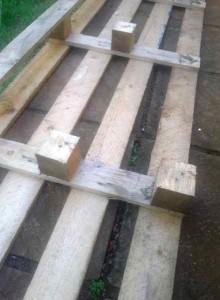 Processus de construction pour construire une belle tête de lit avec des palettes4