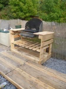 Un barbecue avec des palettes 1