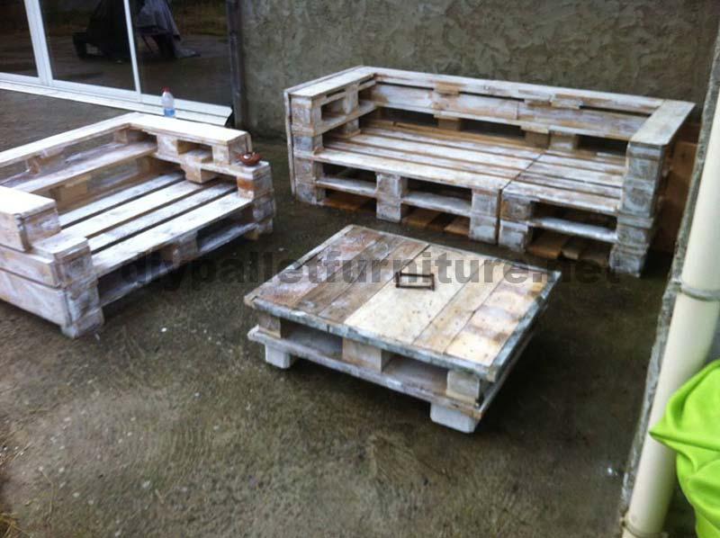 Ensemble de meubles de palette avec des canap s et une - Mobili ikea modificati ...
