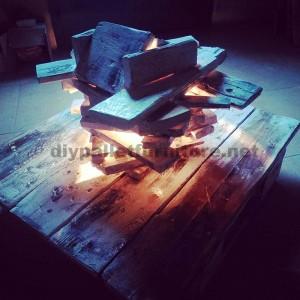Lampe artistique faite avec des palettes2