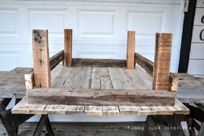 Une table faite de palettes avec un design rural, étape par étape2