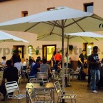 Bar Mut un bar à Sant Cugat entièrement meublé avec des palettes en bois