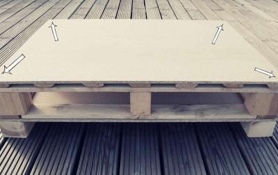 Comment construire une table juvénile pour le salon avec une palette3