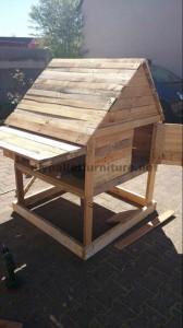 Coop de poulet traditionnel à base de palettes planches3