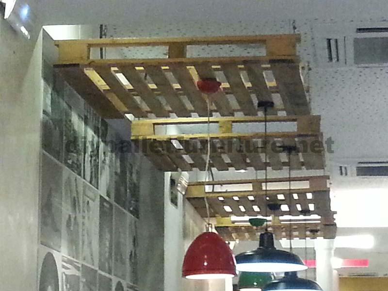support de plafond lampes avec une palettemeuble en palette meuble en palette. Black Bedroom Furniture Sets. Home Design Ideas