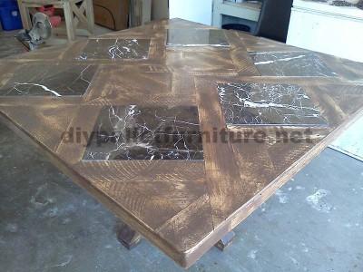 Tables créées avec des morceaux de palettes2
