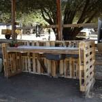 Wie man eine Arbeitsecke für Ihren Hof mit Paletten bauen  3