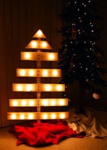 12 idées pour concevoir un arbre de Noël avec des palettes10