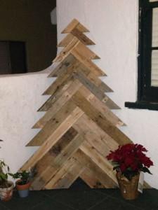 12 idées pour concevoir un arbre de Noël avec des palettes11