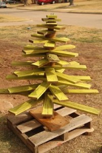 12 idées pour concevoir un arbre de Noël avec des palettes6