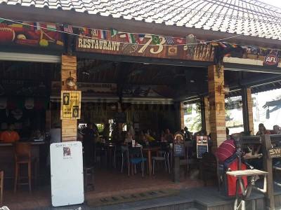 Barre de Surfer à Bali recouverte d'palettes planches1