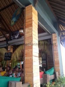 Barre de Surfer à Bali recouverte d'palettes planches2