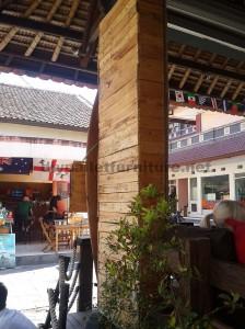 Barre de Surfer à Bali recouverte d'palettes planches5