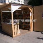 """Kiosques et des structures faites de palettes pour """"la Setmana del Llibre en Català"""""""