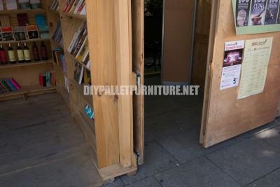 Kiosques et des structures faites de palettes pour la Setmana del Llibre en Català2