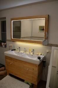 Meuble et miroir pour la salle de bain fait avec des - Meuble pour la salle de bain ...