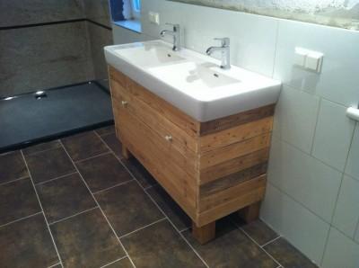 meuble et miroir pour la salle de bain fait avec des palettes6 - Fabriquer Meuble Salle De Bain En Palette