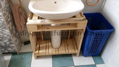 Meubles de salle de bains fabriqués entièrement à partir de palettes1