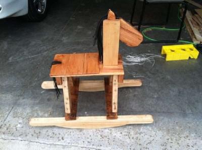 Palette cheval à bascule en bois pour les enfants3