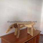Sculptures d'animaux à l'aide de palettes restes