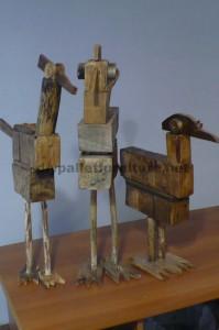 Sculptures d'oiseaux réalisés avec des blocs de palettes et planches1