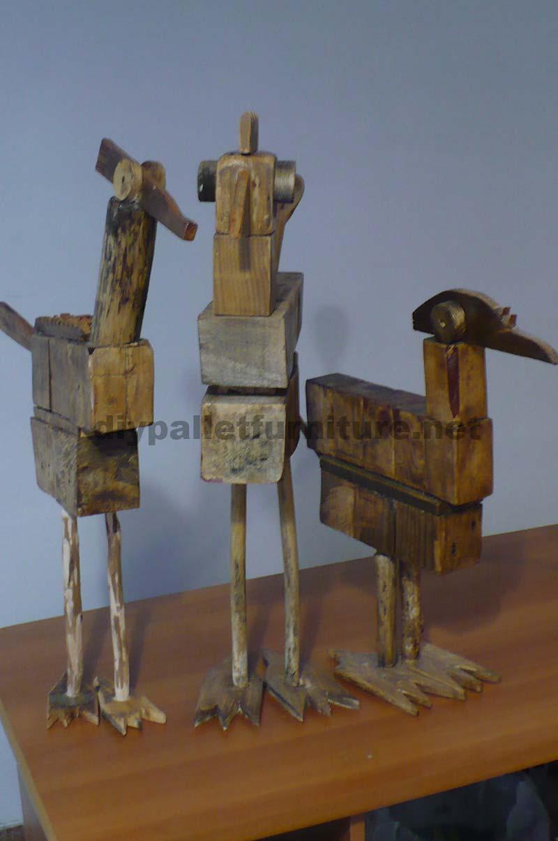 sculptures d oiseaux r alis s avec des blocs de palettes et planchesmeuble en palette meuble. Black Bedroom Furniture Sets. Home Design Ideas