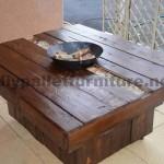 Table basse brasero fait du pallete pour le jardin
