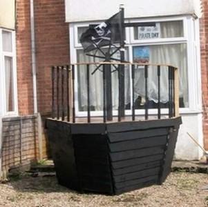 Un bateau de pirate fait avec des palettes 5