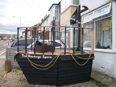 Un bateau de pirate fait avec des palettes1