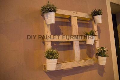 Un planteur de palette pour décorer l'entrée de votre maison2