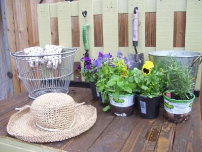Une belle table de jardinage de travail composé de palettes2