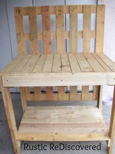 Une belle table de jardinage de travail composé de palettes5
