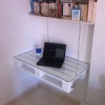 Une palette table nes fait avec 2 palettesmeuble en for Meuble bureau jambes