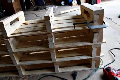 Étape par étape les instructions pour construire une étagère à chaussures utilisant des palettes15
