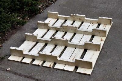 Étape par étape les instructions pour construire une étagère à chaussures utilisant des palettes4