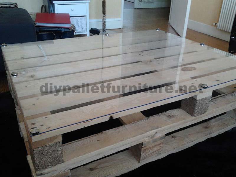 Tape par tape les instructions pour construire une table de salon avec pale - Construire une table avec des palettes ...