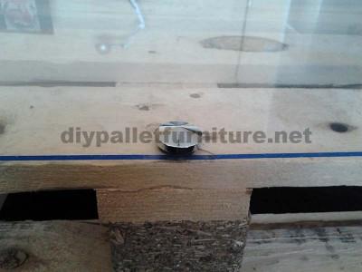 Étape par étape les instructions pour construire une table de salon avec palettes6