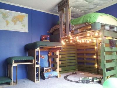 8 idées de lit superposés faits entièrement avec des palettes7