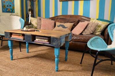Comment transformer une palette dans une table de hipster pour le salon1