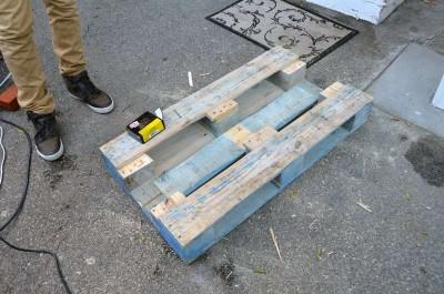 Comment transformer une palette dans une table de hipster pour le salon4
