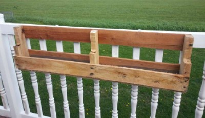 Construire 2 planteurs pour une clôture à l'aide d'une palette2